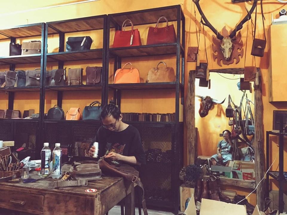 Không gian cửa hàng đồ da OLUG - nơi sản xuất những sản phẩm chất lượng